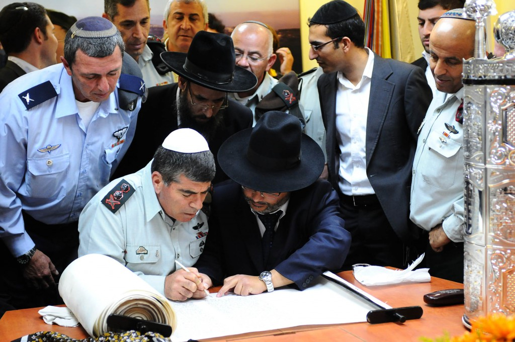 Orthodox Jews and IDF Soldiers Complete a Torah Scroll