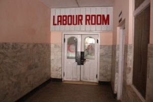 Entrance to DHQ Labour Room. Photograph by author.