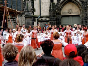 Circle of Dancing in front of Wittenberg's Town Church. Photo by author.